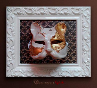Cómo enmarcar una máscara veneciana