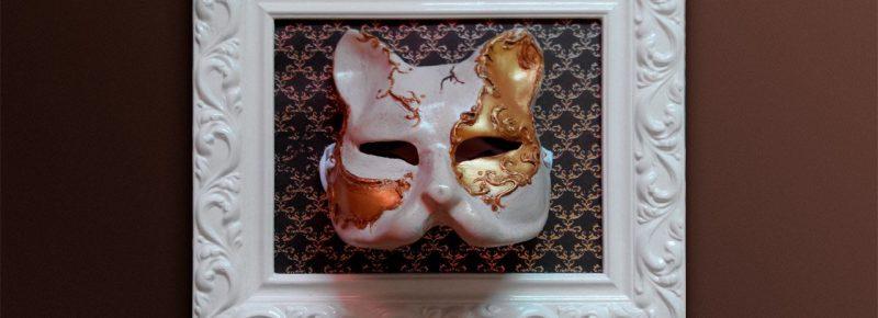 mascara veneciana enmarcada