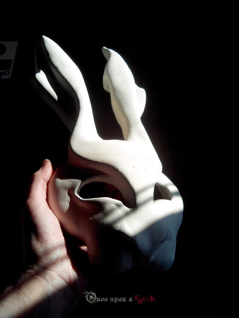 mascara de conejo papel mache