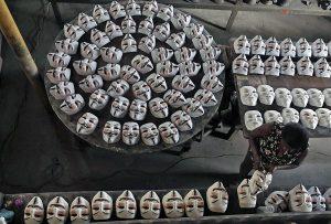 fabricacion en cadena mascaras guy fawkes