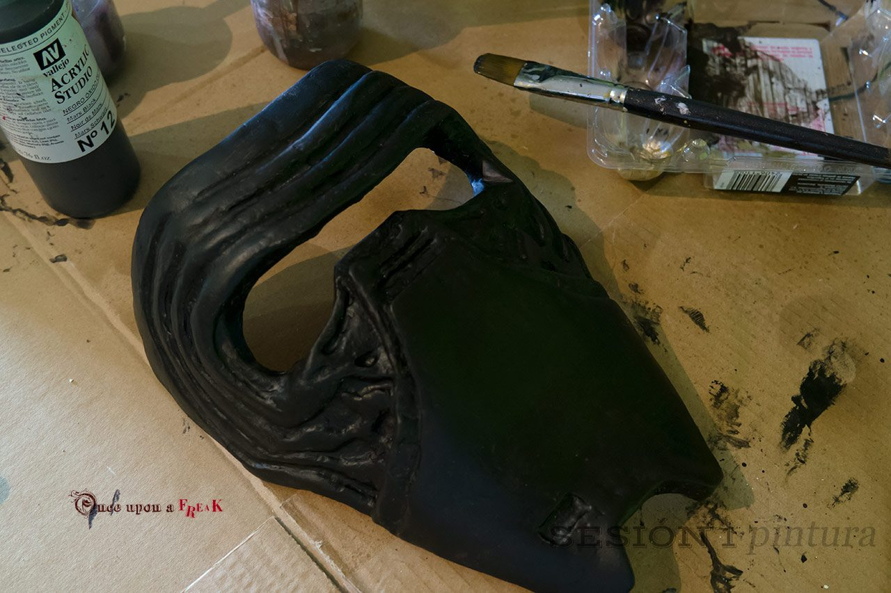 primera capa pintura mascara hecha a mano kylo ren