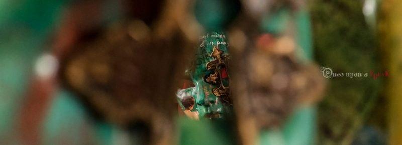 a traves de la cerradura mascara veneciana personalizada basada en al obra de teatro Aetas