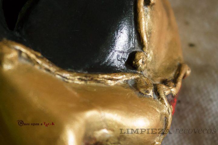 cómo limpiar una máscara veneciana